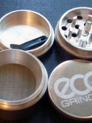 Eco Grinder aus Aluminium, ø 50 mm, H = 4 cm, 4-teilig